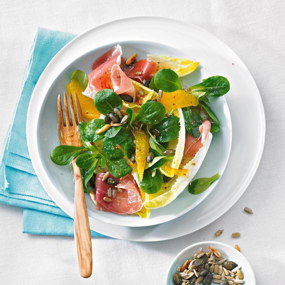 Chicorée und Feldsalat mit Orangenfilets