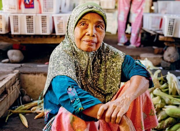 STADT DER FRAUEN Auf dem Markt von Sambelia führen Frauen die Geschäfte. Die Männer arbeiten auf den Feldern – oder lenken Pferdekutschen
