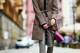 Modetrend Bourgeoisie: Alles andere als spießig! Karierter Mantel über Bundfaltenhose