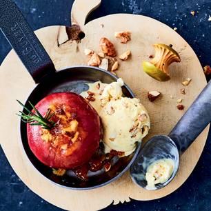 Bratapfel mit Marzipan-Aprikosen-Füllung
