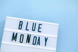 Lightbox mit Blue Monday-Schriftzug