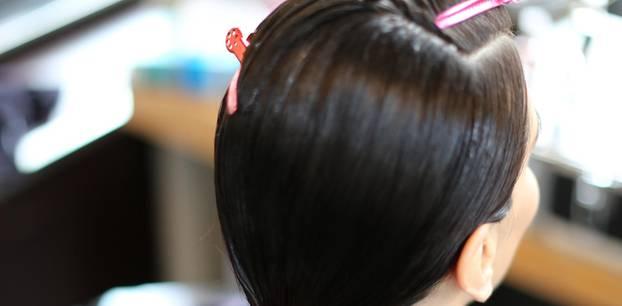 Produkte fürs Bad: Frau beim Friseur