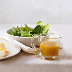 Aprikosen-Vinaigrette mit Blattsalat