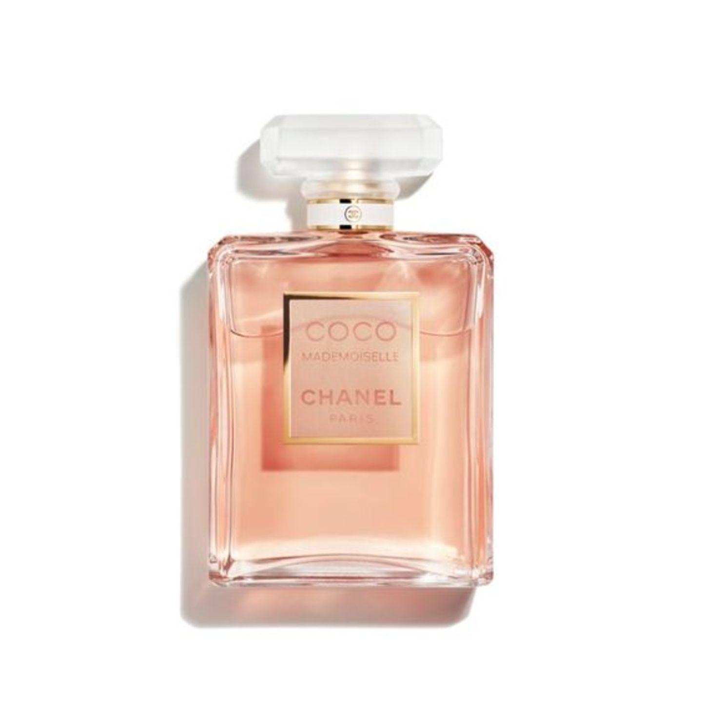Vor diesem Duft müssen wir eine Warnung herausgeben, denn er macht absolut süchtig –und alle werden wissen wollen, welches Parfum ihr tragt, versprochen! Die gekonnte Mischung aus Patschuli, Rose, Jasmin und Zitrus klingt nicht nur wunderbar, sie ist es auch. Ein Duft, denwir am Liebsten für immer tragen wollen.