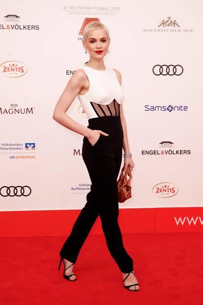 Promi-Events: Emilia Schüle auf dem roten Teppich