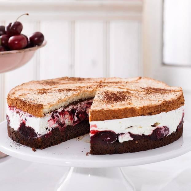 Kirsch-Schoko-Baiser-Torte