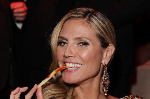 Heidi Klum beim Pommes Essen
