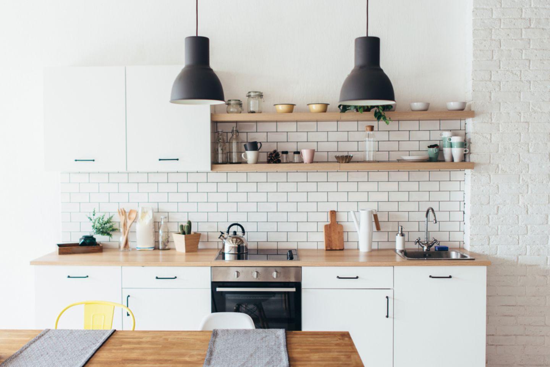 Küche organisieren und einräumen: Helle Küche