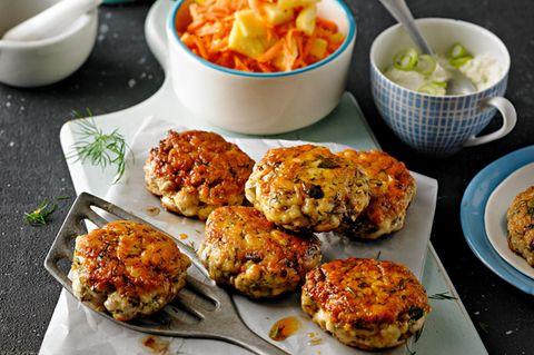 Patties mit Möhren-Salat & Zwiebel Dip