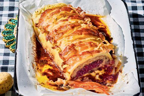 Bacon-Roulade mit Rotkohl-Füllung