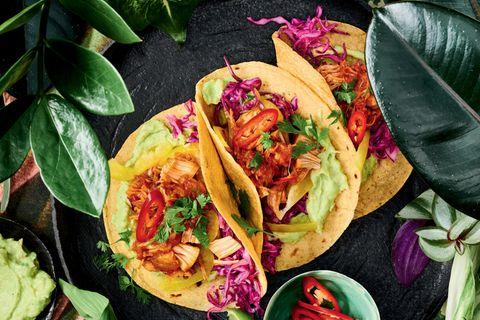 Jackfruit-BBQ-Tacos mit Avocadocreme und knackigem Rotkohl