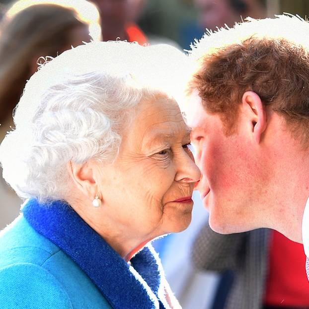Queen Elizabeth II. und Prinz Harry