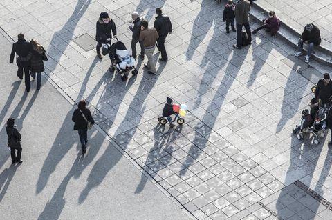"""Autofreie Innenstadt: """"Städte sind für Menschen gemacht!"""": Menschen auf Straße"""