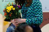 Herzogin Kate: mit Blumenstrauss