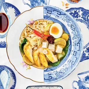 Pho mit Huhn, Ei, Tofu und Mienudeln