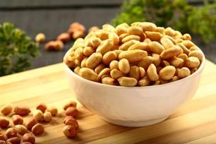 Schüssel Erdnüsse