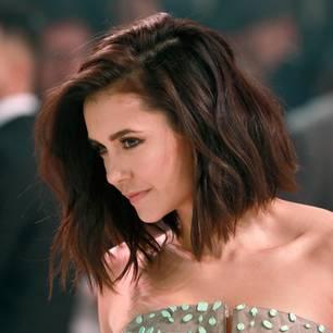 Haarfarbentrends: Nina Dobrev trägt einen schokoladenbraunen Bob