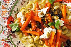 Nudel-Risotto mit Möhren und Mozzarella