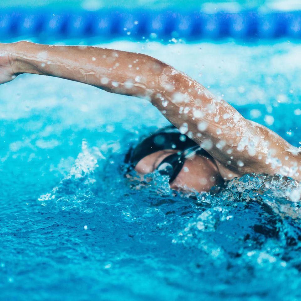 Schwímmerin in Pool