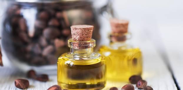 Zedernöl: Öl in der Flasche