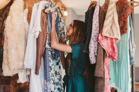 Wardrobe-Detox! Diese 6 Teile verbannen wir aus unserem Kleiderschrank – JETZT!