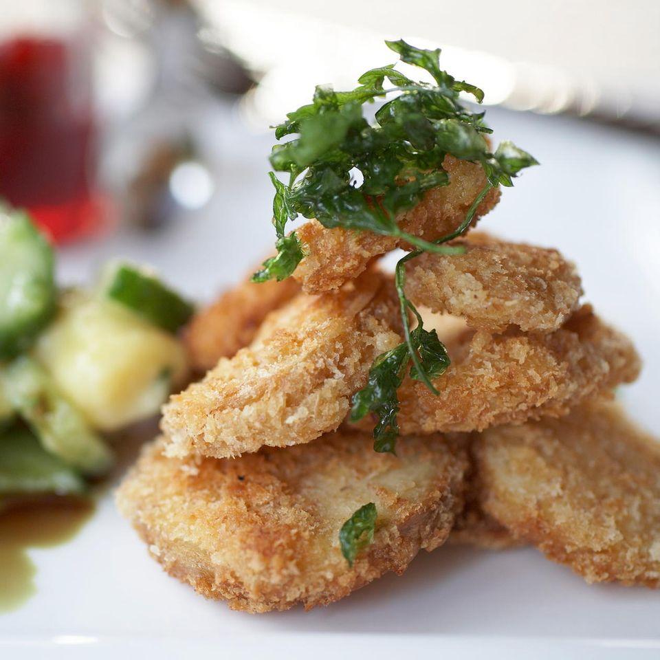 Sellerie- und Pastinaken-Schnitzel mit Kartoffelsalat
