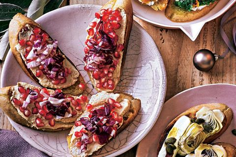 Granatapfel-Hummus-Bruschetta