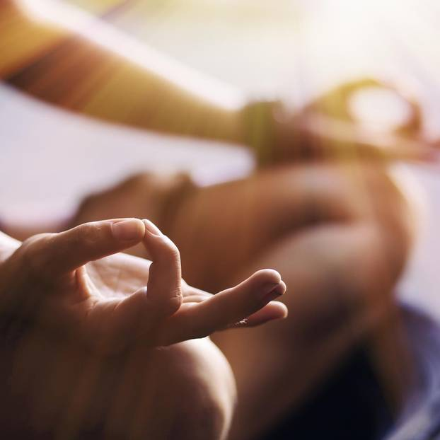 Transzendentale Meditation: meditierende Frau