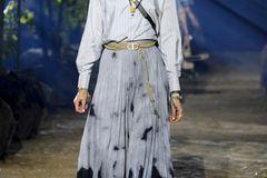 Modetrends Frühjahr/Sommer 2020: Das bleibt, das kommt: Batik-Look
