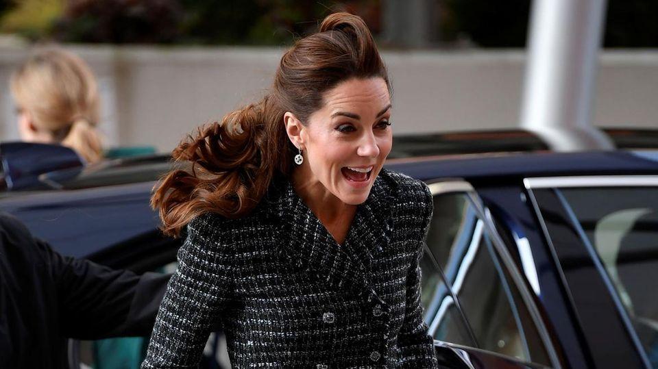 Huch, wo ist denn ihr Ring? Herzogin Kate ohne ihren Verlobungsring gesichtet