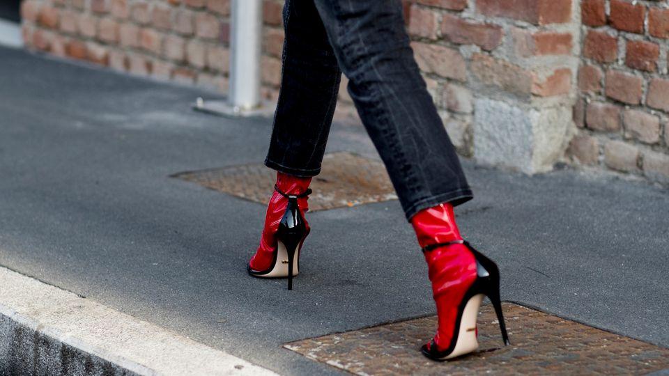 6 Tipps, mit denen ihr eure scheinbar langweilige, schwarze Jeans in Szene setzt