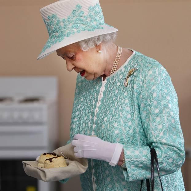 Queen Elizabeth beim Essen