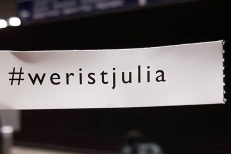 Wer ist Julia? – Rätsel um #weristjulia-Flugblätter