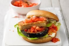 Tofu-Auberginen-Burger