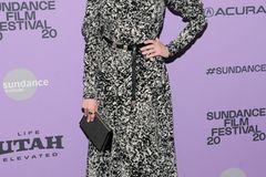 After-Baby-Body: Anne Hathaway posiert