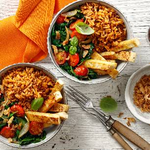 Food Bowl mit Spinat, Tofu und Röstzwiebeln