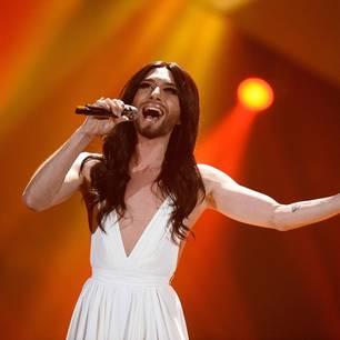 Conchita Wurst: Tom Neuwirth zeigt sich ohne Make-up - Conchita Wurst auf der Bühne