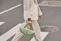 Modetrends Frühjahr/Sommer 2020: Das bleibt, das kommt: Anzug beige