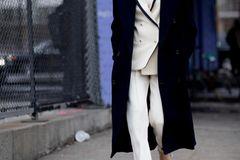 Modetrends Frühjahr/Sommer 2020: Das bleibt, das kommt: Schwarz-weißer Look