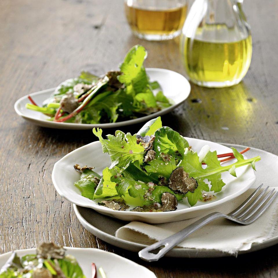Blattsalat mit gehobelter Trüffel