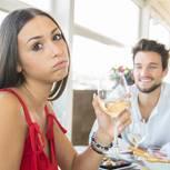 Diesen Eindruck hinterlässt dein Sternzeichen beim ersten Date: Paar beim Date