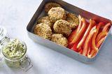 Zucchini-Zaziki mit Polpette und Rohkost