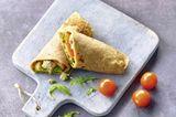 Wrap mit Pesto, Polpette und Tomaten