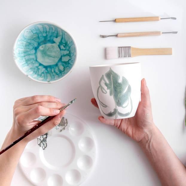 Tassen bemalen: Tasse, Farbe, Pinsel