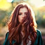 Haare färben mit Henna: Rothaarige Frau