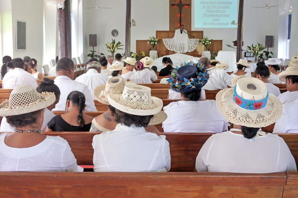 Cookinseln: Eine volle Kirche