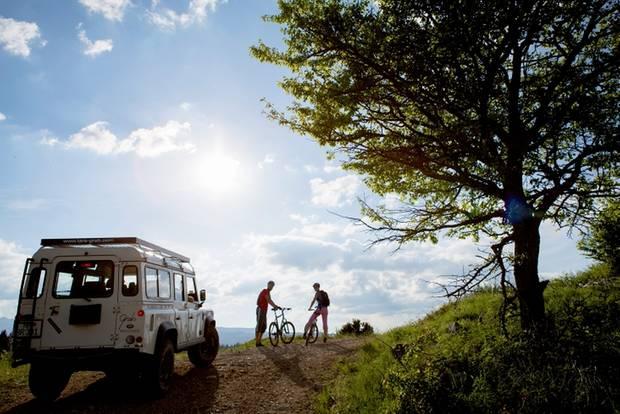 Montenegro: Urlaub im Outdoor-Himmel: Unterwegs mit Jeep und Mountainbike