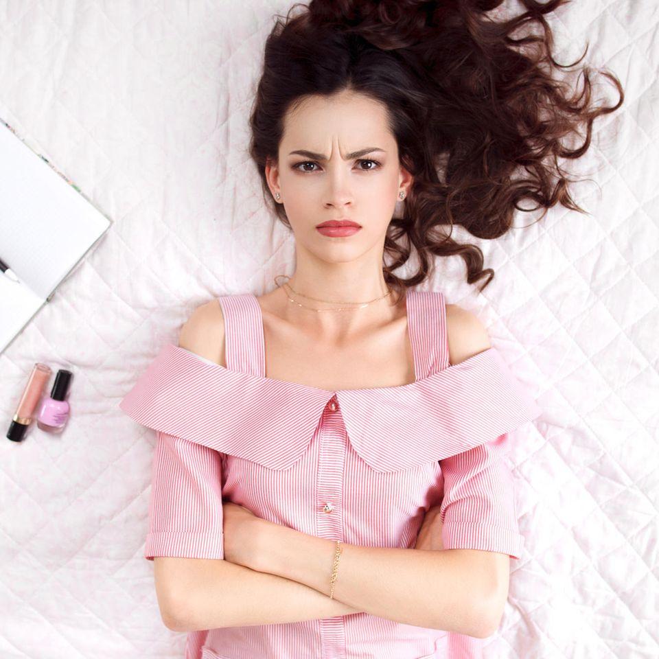 """4 Sternzeichen, für die """"Selbstliebe"""" ein Fremdwort ist: Unzufriedene Frau"""