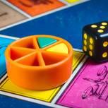 Trivial Pursuit Spielstein und Würfel
