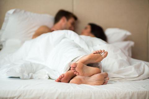 Sex: Mann und Frau liegen im Bett